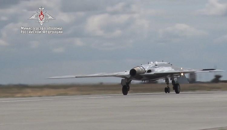 Ông Denis Fetudinov - Tổng biên tập tạp chí Aviation cho biết: