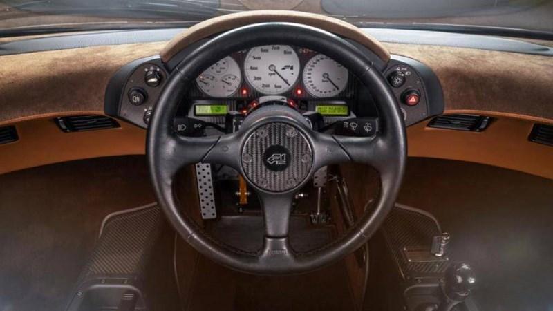 Với tốc độ tối đa được xác nhận là 386,4 km/h, nó vẫn là mẫu xe sản xuất dùng động cơ hút khí tự nhiên nhanh nhất cho đến nay