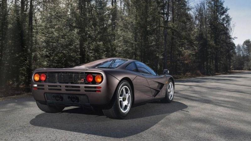 Chiếc F1 có trị giá 20,465 triệu USD này là chiếc duy nhất được sơn màu Creighton Brown, kết hợp với da bọc Light Tan và Dark Brown trong cabin 3 chỗ
