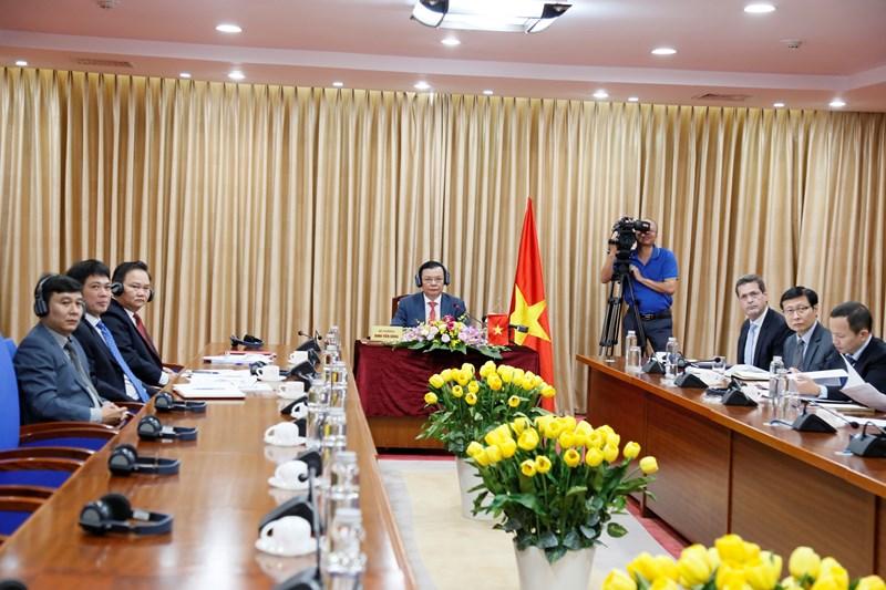 Toàn cảnh Hội nghị trực tuyến giữa các Bộ trưởng Tài chính và Y tế