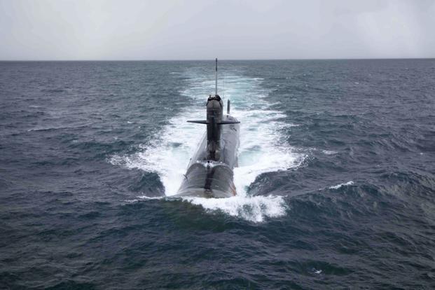 Về hệ thống điện tử,tàu ngầm Scorpene được trang bị sonar quét mảng pha thụ động song song, tích hợp dẫn đường DR3000 do hãng Thales phát triển và hệ thống sonar ứng dụng công nghệ quét mảng pha đa chiều S-Cube là TSM2233M và TSM2253 thuộc hàng tiên tiến nhất hiện nay.