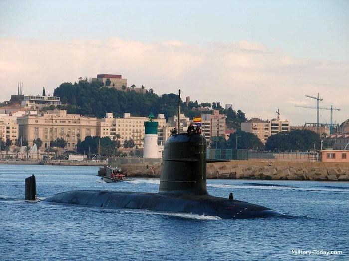 Trang bị ngư lôi tiêu chuẩn của Scorpene là Black Shark có tầm bắn đến 50km.