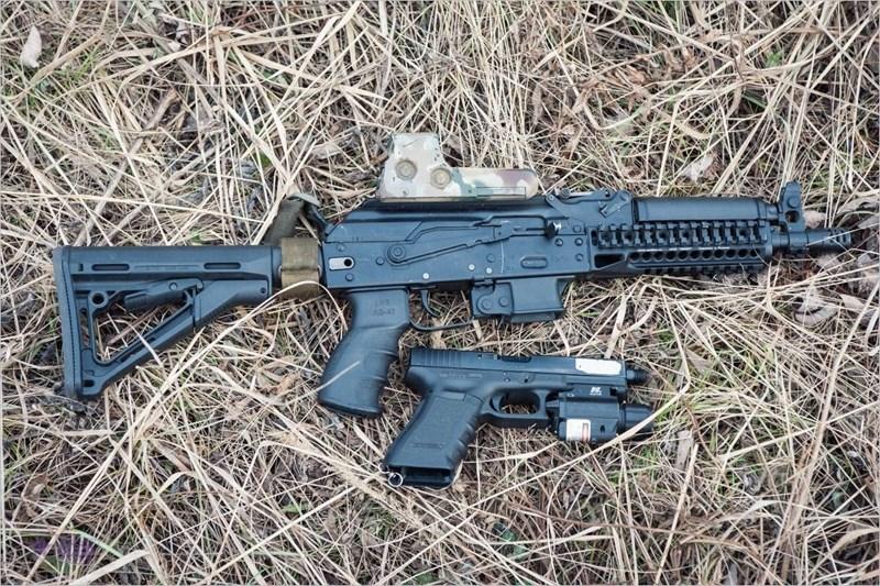 Vityaz-SN sử dụng cơ chế khóa an toàn và chuyển chế độ bắn bằng cần gạt tương tự như dòng AK. Cần gạt được đặt bên phải với 3 thiết lập gồm khóa an toàn, tự động và bán tự động.