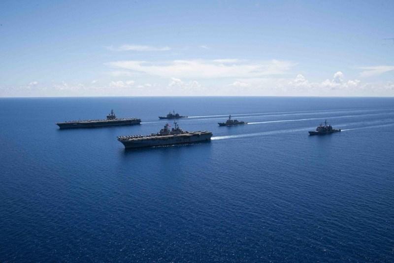 Việc nhóm tác chiến tàu sân bay Mỹ diễn tập trên biển Đông được cho là động thái thị uy sức mạnh nhằm thách thức những tuyên bố về chủ quyền phi pháp tại biển Đông.