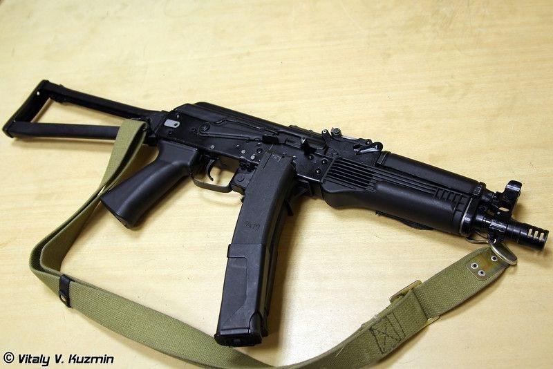 Giống như người tiền nhiệm PP-19 Bizon, Vityaz-SN cũng là một mẫu phát triển từ khẩu carbine AKS-74U, nó có kích thước lớn hơn tiểu liên Bizon một chút nhưng vẫn đảm bảo yêu cầu gọn nhẹ.