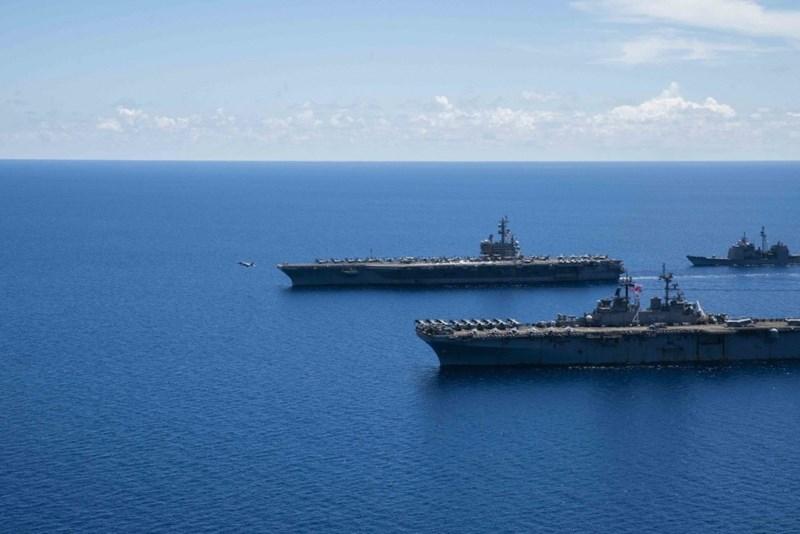 Siêu hàng không mẫu hạm USS Ronald Reagan chạy bằng năng lượng hạt nhân với lượng choán nước hơn 100.000 tấn.