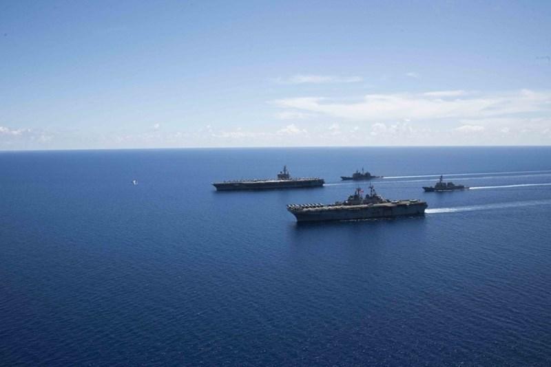 Tàu có thể mang theo 90 máy bay các loại. Nó hoạt động như một căn cứ không quân di động trên biển.