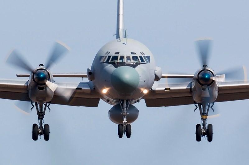 Máy bay được trang bị 4 động cơ AL-20M có công suất 5.240 mã lực giúp chiếc máy bay có thể hoạt động với tốc độ tối đa 675km/h. Tầm bay lên tới 6.500km.