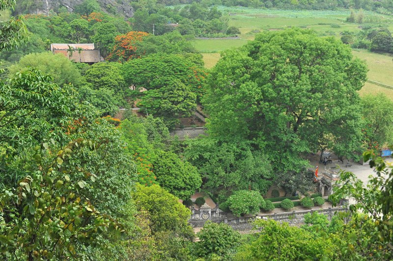 Đền thờ vua Đinh Tiên Hoàng – vị hoàng đế hoàng đế đầu tiên của Việt Nam sau thời Bắc thuộc.