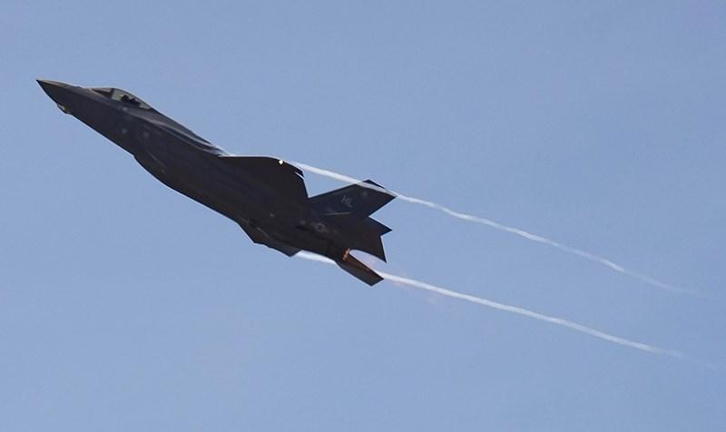 Mặc dù thông báo của phía Mỹ cho biết đây là một tai nạn do thời tiết nhưng trang Avia của Nga dẫn nguồn tin của mình lại thông báo một sự thật khác hẳn, có liên quan đến tiêm kích tàng hình F-35