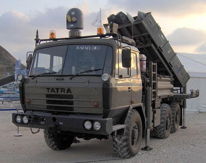 Tên lửa có khả năng khóa mục tiêu sau khi phóng, cho phép tấn công với độ chính xác rất cao.