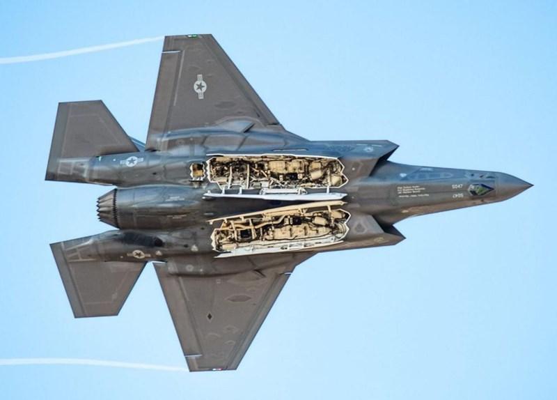 Nguồn tin của Avia cho biết, trong lúc thực hành khoa mục bắn đạn thật đối phó với mục tiêu đường không giả định, tiêm kích F-35 đã nã đạn nhầm vào chiếc XQ-58A đang trong quá trình hạ cánh