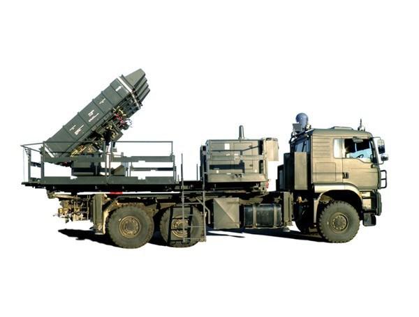 Hệ thống được phát triển với 2 phiên bản. Spyder-SR tầm thấp sử dụng tên lửa đất đối không Python-5. Spyder-MR tầm trung sử dụng tên lửa Derby. SPYDER-SR có thể tiêu diệt mục tiêu ở cự ly 15km, tầm cao 9km.