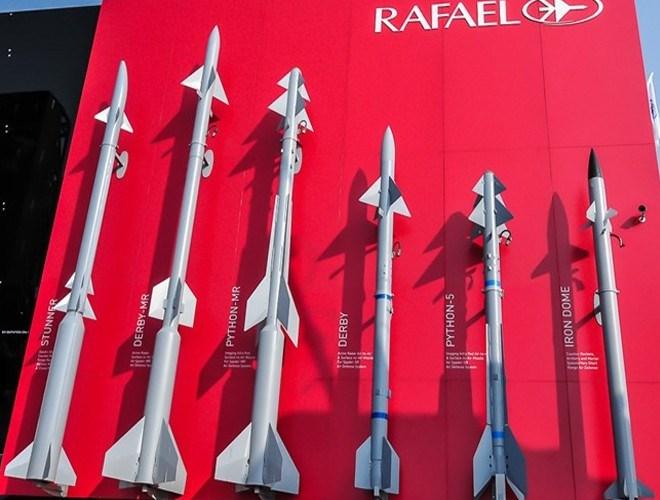 Trong khi đó, phạm vi tác chiến của Spyder-MR là 35 km, tầm cao 16 km. Các chuyên gia quân sự thế giới đánh giá, Python 5 là một trong những tên lửa dẫn đường hồng ngoại tiên tiến nhất thế giới.