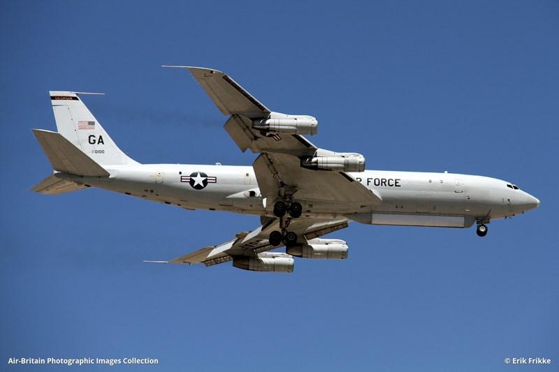 E-8C là một trong số các máy bay trinh sát hàng đầu thế giới hiện nay, loại máy bay này được trang bị hàng loạt hệ thống cảm biến tối tân, chuyên thực hiện nhiệm vụ do thám, chỉ huy và kiểm soát chiến trường