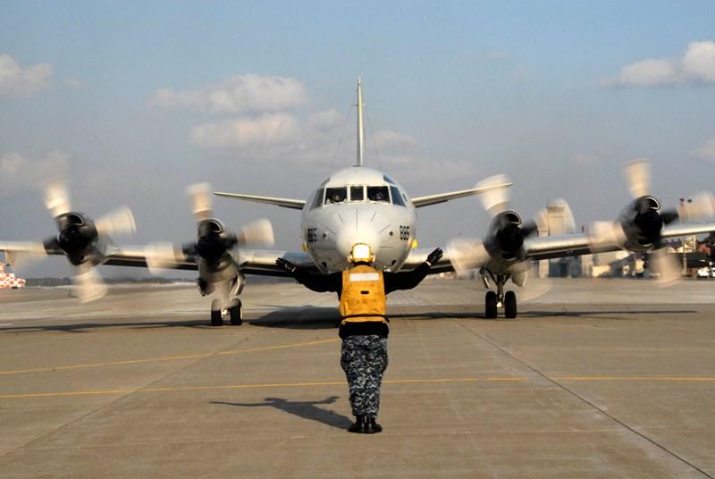 Hiện nay Nhật Bản đang có ý định thanh lý phi đội P-3C Orion do Mỹ chế tạo đã cao tuổi để sử dụng loại Kawasaki P-1 tối tân hơn do mình chế tạo.