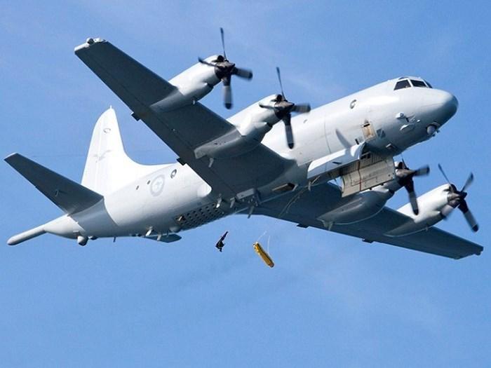Thiết bị này dễ bị nhiễu động nên nó được đặt ở phần đuôi máy bay, cách xa các thiết bị khác.
