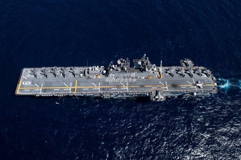 Trong cuộc tập trận tại Biển Đông lần này, tàu đổ bộ tấn công LHA-6 America đã được sử dụng với vai trò như một tàu sân bay hạng nhẹ thay vì chức năng truyền thống.