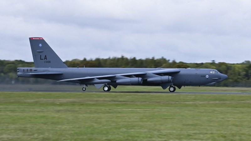 Tiếp đó vào ngày 22/10, không quân Mỹ cũng đã xác nhận rằng máy bay ném bom chiến lược B-52H của họ đã thực hiện chuyến bay huấn luyện ở khu vực Biển Đen.