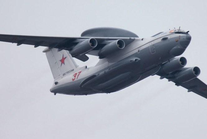 Chiếc máy bay này có khả năng thực hiện các hoạt động chỉ huy và kiểm soát trên không liên tục trong hơn 9 tiếng đồng hồ và cùng lúc có thể theo dõi tới 300 mục tiêu khác nhau.