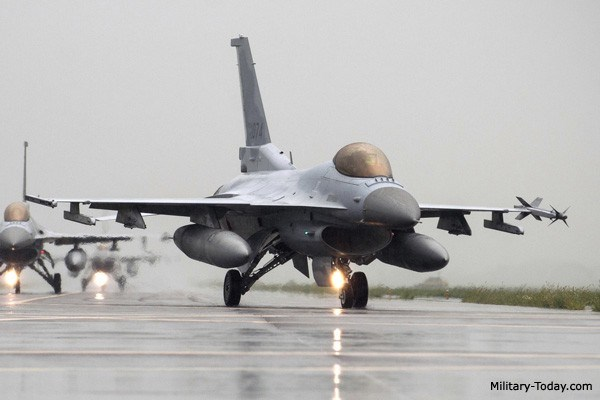 Trong sự việc vừa diễn ra, không quân Hàn Quốc đã khẩn cấp huy động tới 10 tiêm kích F-15K và KF-16 bay lên để đánh chặn tốp chiến đấu cơ 6 chiếc của Nga.