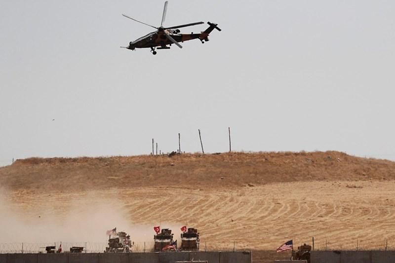 Trong diễn biến khác, hôm 26-10, không quân Nga đã tấn công một cơ sở lưu trữ xăng dầu lớn của nhóm phiến quân thánh chiến Hay'at Tahrir Al-Sham (HTS) bên trong thị trấn Sarmada thuộc tỉnh Idlib.