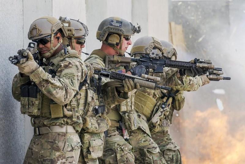 """Tốc độ bắn nhanh, khả năng cơ động, súng trường tự động tối tân HK416 được kỳ vọng sẽ trở thành """"người bạn"""" đáng tin cậy của lính đặc nhiệm Mỹ."""