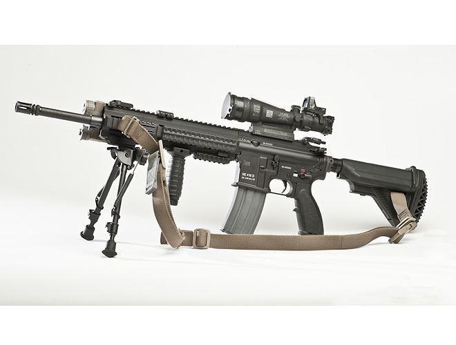 HK416 có trọng lượng 3,6kg, chiều dài 940mm, nòng dài 420mm.