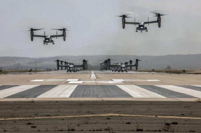 V-22 có tốc độ tối đa 565 km/h, trần bay 7.520 m, tầm hoạt động 1.627 km hoặc 3.590 km với thùng dầu phụ.