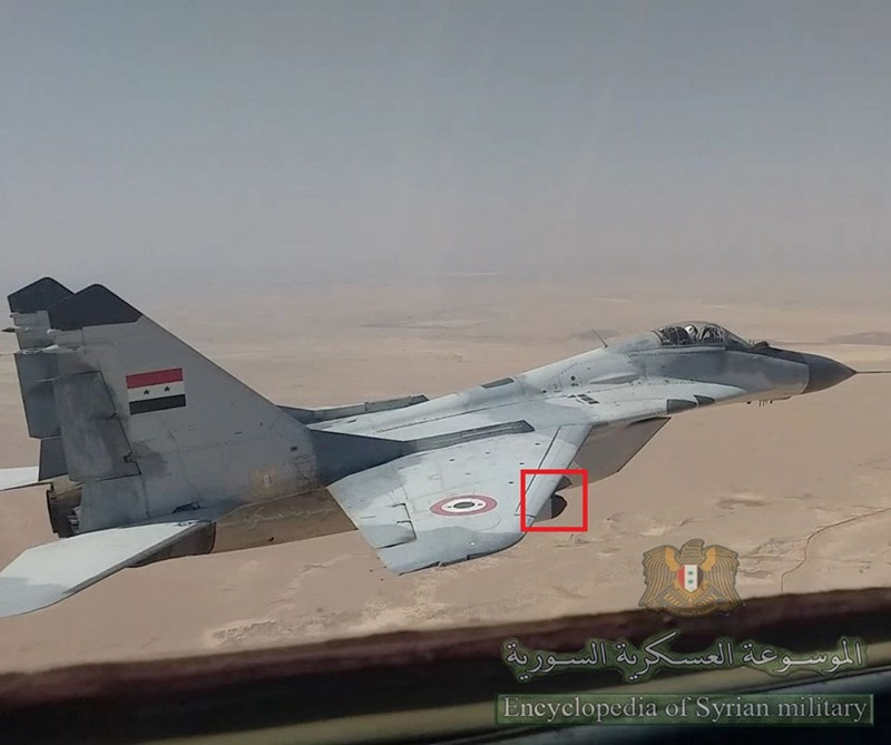 Trong đoạn video phát hành bởi kênh tiếng Ả Rập của Sputnik News Agency, có thể thấy máy bay chiến đấu Syria và Nga đã đánh rất hiệu quả vào một số địa điểm của các tay súng thánh chiến ở Latakia, Idlib và Hama.