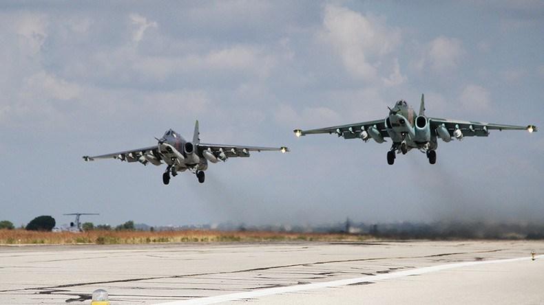 Sputnik tiếp tục thông báo rằng cùng với các cuộc tấn công của không quân Nga, các đơn vị quân đội Syria đã tiến hành bắn pháo hạng nặng vào các tay súng thánh chiến nước ngoài ở các thị trấn Tah, Rafah và Al-Halba.