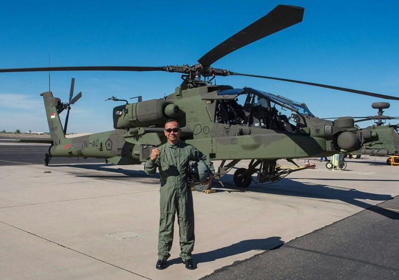 Bán kính tác chiến của AH-64 khoảng 550km, phạm vi hoạt động tối đa 2.100km, trần bay lên tới 6.400m. Đây hiện là dòng trực thăng tấn công tốt nhất thế giới.