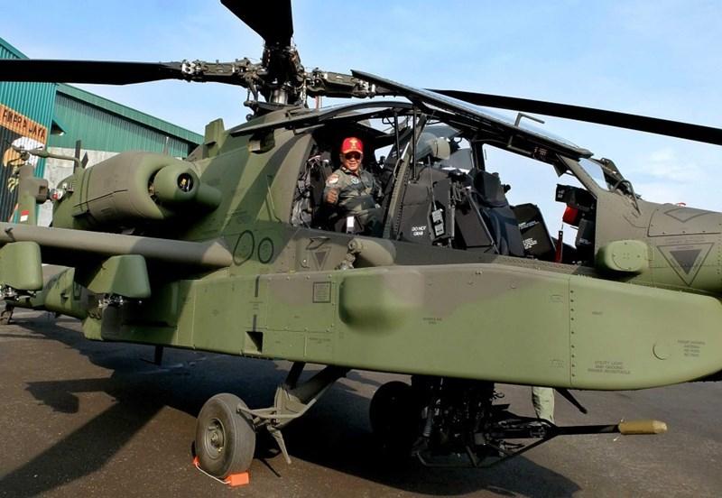 AH-64 Apache được đưa vào thực chiến vào năm 1989 tại cuộc chiến Panama, sau đó chúng liên tục có mặt trong các cuộc can thiệp của Mỹ khắp nơi trên thế giới.