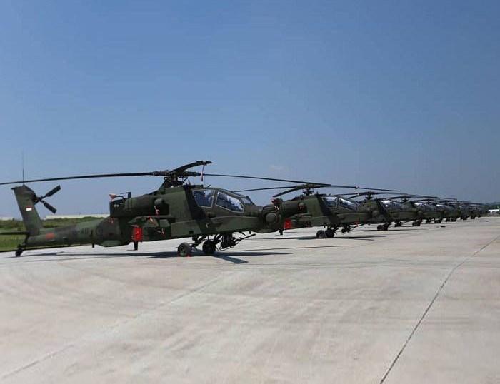 """Được mệnh danh là """"cơn ác mộng"""" trên không, AH-64 Apache chính là máy bay trực thăng tấn công tiên tiến của quân đội Mỹ."""