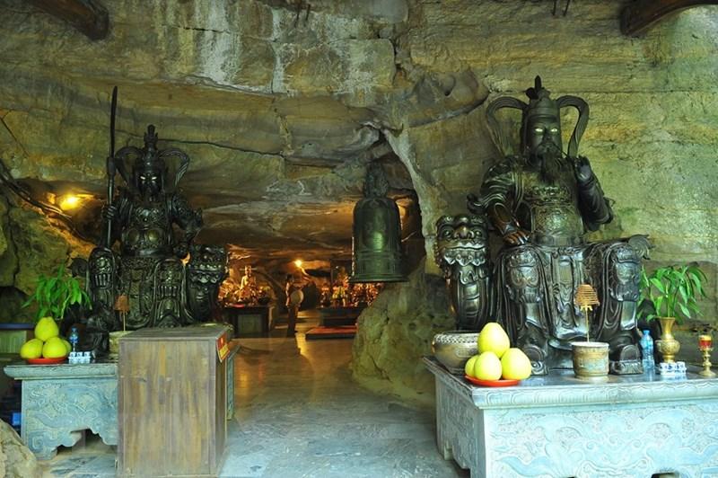 Động thờ Phật có chiều dài 25m cao 2m. (Ảnh: Minh Đức/TTXVN)