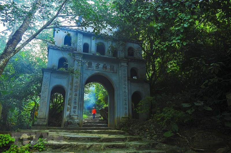 Chùa Bái Đính cổ tọa lạc trên một ngọn núi cao thuộc xã Gia Sinh (Gia Viễn, Ninh Bình) có kiến trúc chùa động với nhiều cổ vật mang dấu ấn đậm nét của thời Lý. (Ảnh: Minh Đức/TTXVN)