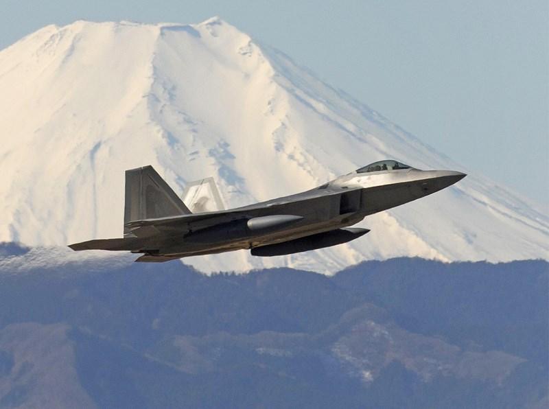 Điều này cho phép FB-22 thực hiện các cuộc không kích vào không phận được bảo vệ nghiêm ngặt, mà không cần các đợt tấn công quy mô lớn mà không quân Mỹ từng sử dụng trong Chiến tranh Vùng Vịnh.