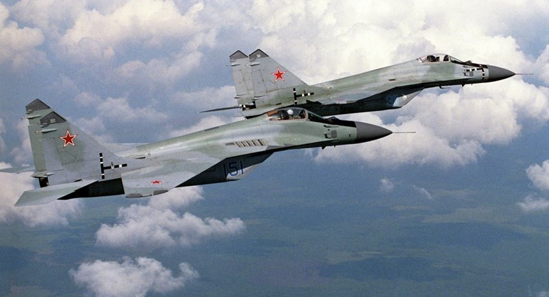 Ngoài ra Su-57 chỉ được xếp vị trí thứ tư trong danh sách các máy bay chiến đấu đáng gờm nhất của Nga, không chỉ thua Su-27 mà còn kém cả MiG-29 và dĩ nhiên là thua Su-35.