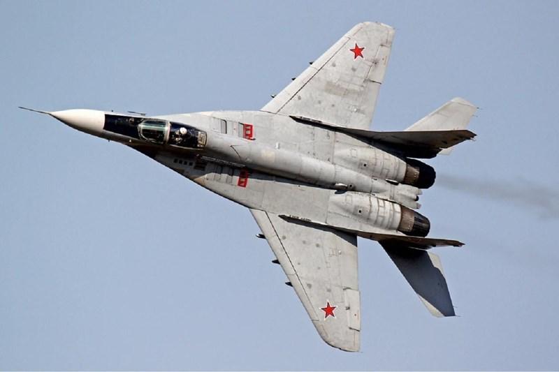Bên cạnh đó, khách hàng nước ngoài đặc biệt quan tâm đến nó, đặc biệt là vì lý do Su-27 đang phục vụ tại hơn 10 quốc gia, bao gồm cả những nước cộng hòa thuộc Liên Xô cũ và Trung Quốc, Ấn Độ, Indonesia...