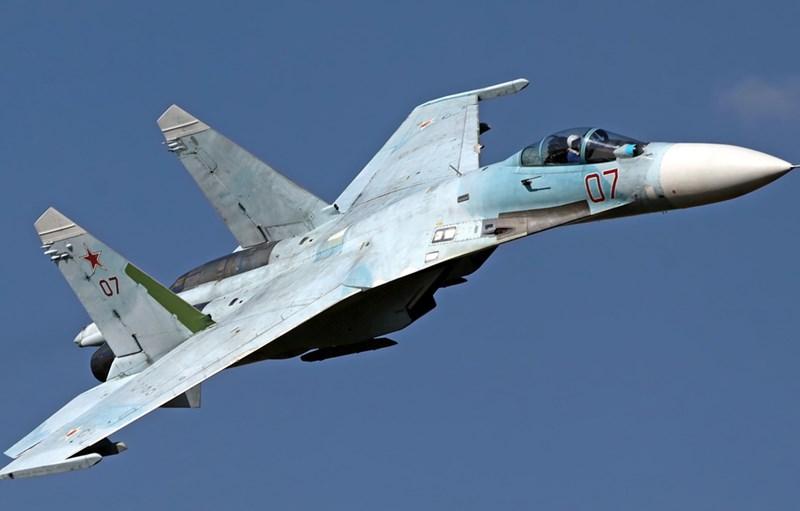 Truyền thông Mỹ cho rằng trái ngược với thực tế là hoạt động của máy bay chiến đấu Su-27 đã bắt đầu từ 35 năm trước, Washington coi chiếc tiêm kích này hứa hẹn hơn nhiều so với các chiến đấu cơ hiện đại hơn của Nga.