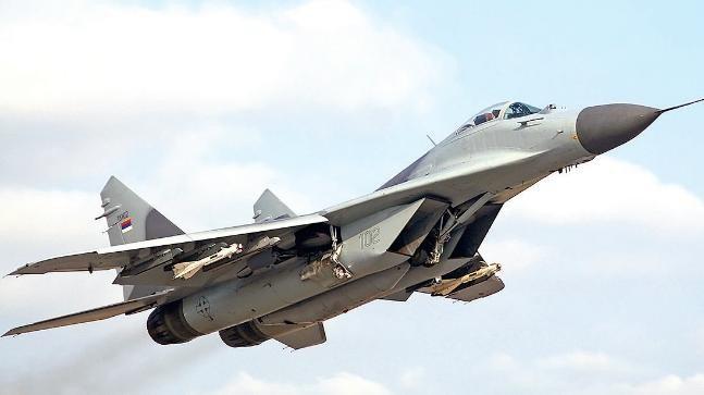 Sở dĩ có nhận định trên là bởi dòng Su-27 và MiG-29 có khá nhiều tai tiếng như độ bền khung thân và động cơ thấp, tải trọng vũ khí nhỏ, kém tin cậy, chi phí khai thác theo giờ bay rất cao...