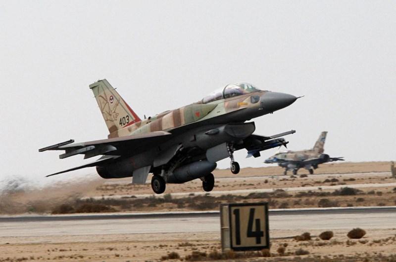 Đáp lại lời từ phía Nga, Bộ trưởng Quốc phòng Israel còn mạnh miệng hơn khi tuyên bố rằng không quân nước này sẽ đẩy mạnh các trận ném bom nhằm buộc lực lượng Vệ binh cách mạng Hồi giáo Iran phải rút hoàn toàn.