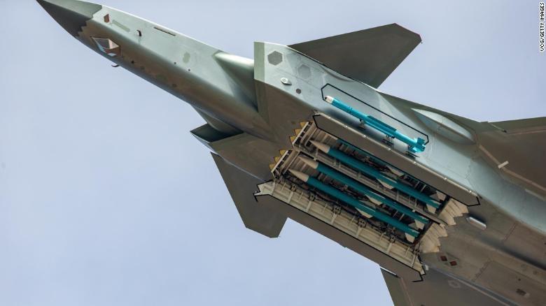 Tuy vậy, trong thực tế, những chiếc máy bay này là mục tiêu dễ bị tổn thương ngay cả đối với tiêm kích đa năng Su-30 vốn được phân loại là chiến đấu cơ thế hệ thứ tư.