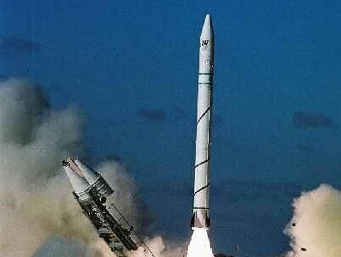 Trước diễn biến trên, Tehran đã thẳng thừng tuyên bố rằng tên lửa mà Israel vừa bắn từ một căn cứ ở phía Nam Tel Aviv thực sự là một tên lửa đạn đạo có khả năng mang đầu đạn hạt nhân được nhắm vào Iran.