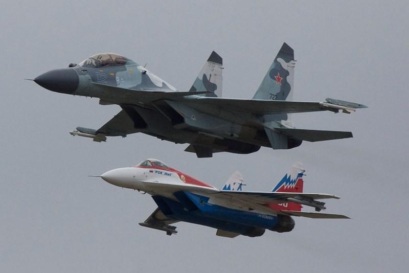 Không chỉ có vậy, Trung Quốc còn phát triển cả phiên bản tiêm kích thế hệ 5 thứ cấp là FC-31 (J-31) dành cho thị trường vũ khí quốc tế, cho thấy họ có tham vọng cạnh tranh trực tiếp với F-35 của Mỹ.
