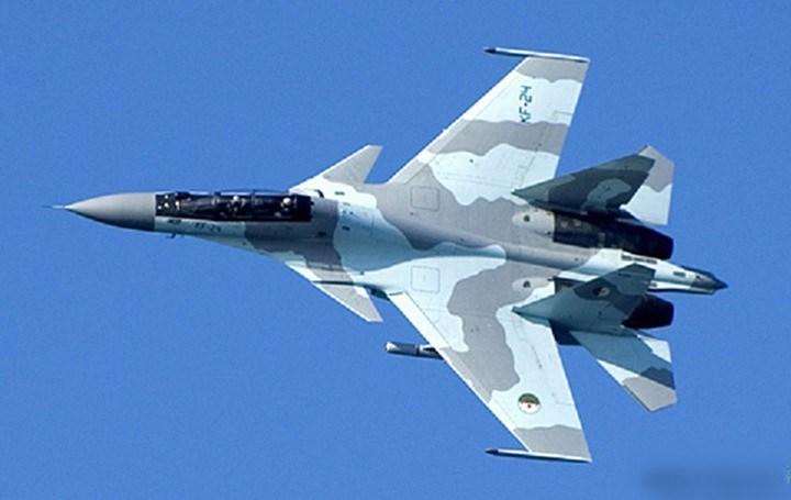 Đây có thể là nguyên nhân chính dẫn tới việc chiếc J-20 bị Su-30MKI phát hiện từ cự ly xa, nhưng nếu J-20 tháo bỏ thiết bị này trong thực chiến thì tình hình sẽ rất khác.