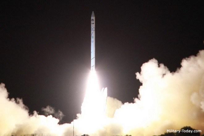 Bộ trưởng Ngoại giao Iran nhắc tới vụ phóng thử tên lửa bí ẩn trên của Israel và liên hệ tới việc phương Tây đã làm ồn ào ra sao sau khi Iran thử tên lửa Shehab-3 với tính năng tương tự.