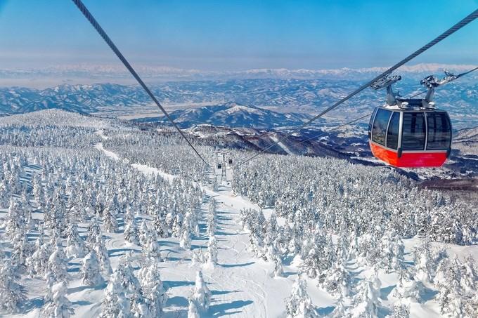 Yamagata, Nhật Bản  Nếu bạn thích trượt tuyết, đừng bỏ lỡ khu nghỉ dưỡng Zao ở tỉnh Yamagata. Những đường trượt ở đây có tuyết rơi dày nhất Nhật Bản. Khu vực còn nổi tiếng với Juhyo -