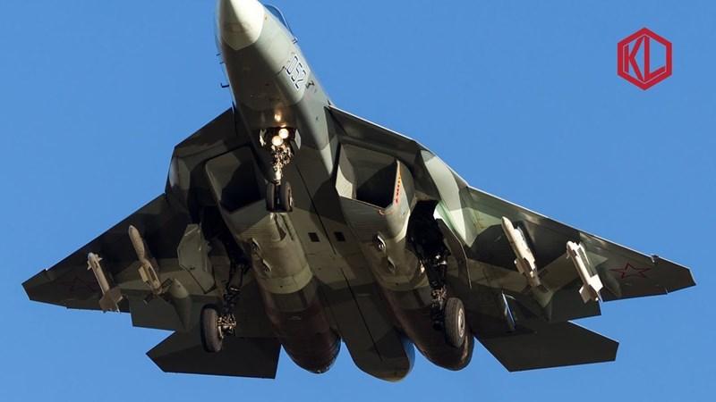 Ông Gerasimov khẳng định, kinh nghiệm từ các xung đột quân sự gần đây, đặc biệt là chiến dịch chống khủng bố tại Syria đã thúc đẩy không quân Nga cải tiến những tính năng tác chiến của Su-57 sát với thực tế chiến trường hơn.