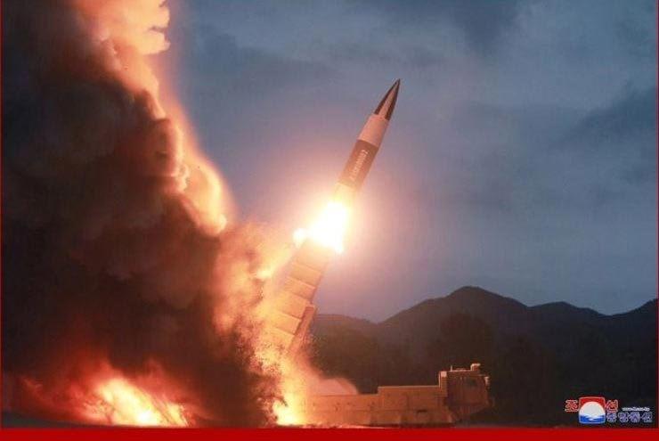 Triều Tiên có khả năng thử tên lửa đạn đạo xuyên lục địa vào dịp Giáng sinh để phô diễn sức mạnh và cảnh báo Mỹ, theo giới chuyên gia. Điều này đã được truyền thông Triều Tiên nhắc tới và cho rằng họ có thể gửi